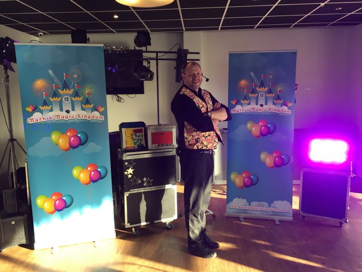Children's entertainer performing in Hull